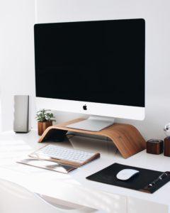registrazione marchio in bianco e nero, in scala di grigi, oppure a colori